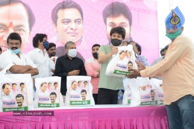 Celebs Distributes Grocery Kits - 11 of 39