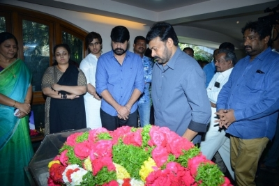 Celebs Pay Homage to Srikath Father - 12 of 36