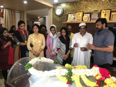 Chiranjeevi  Condolences On The Demise Of Ali Mother - 5 of 15
