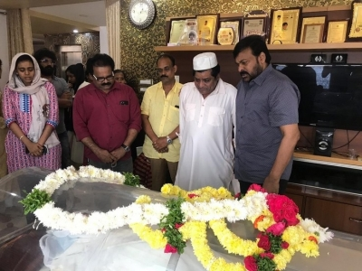 Chiranjeevi  Condolences On The Demise Of Ali Mother - 13 of 15