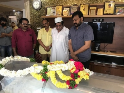 Chiranjeevi  Condolences On The Demise Of Ali Mother - 15 of 15