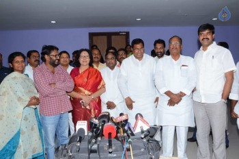 T Congress Leaders Watches Rudramadevi Movie - 3 of 33