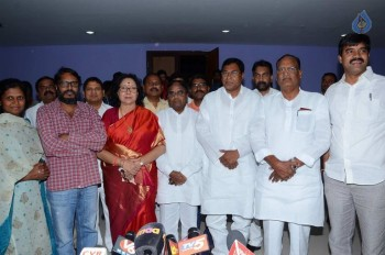 T Congress Leaders Watches Rudramadevi Movie - 5 of 33