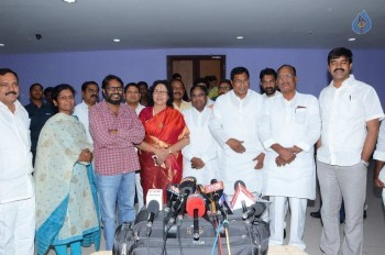T Congress Leaders Watches Rudramadevi Movie - 6 of 33