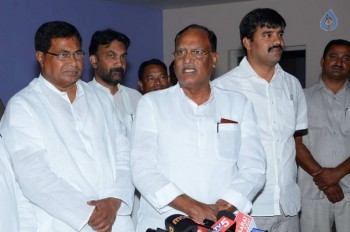 T Congress Leaders Watches Rudramadevi Movie - 11 of 33
