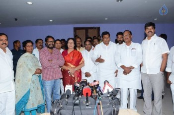 T Congress Leaders Watches Rudramadevi Movie - 16 of 33