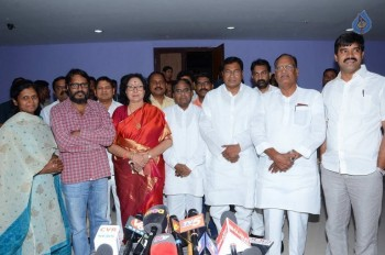 T Congress Leaders Watches Rudramadevi Movie - 20 of 33