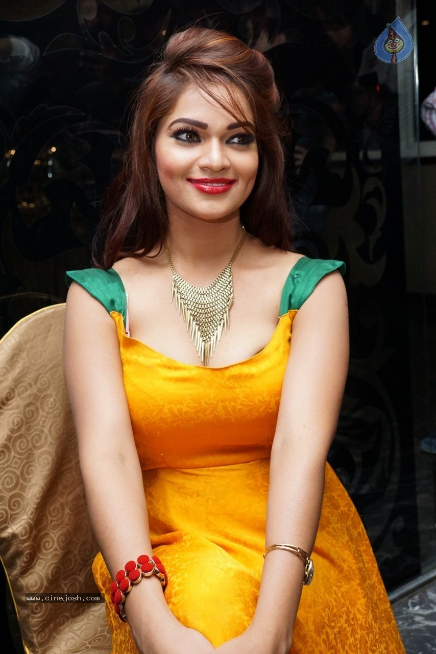 Ashwini Hot Stills - 20 / 60 photos