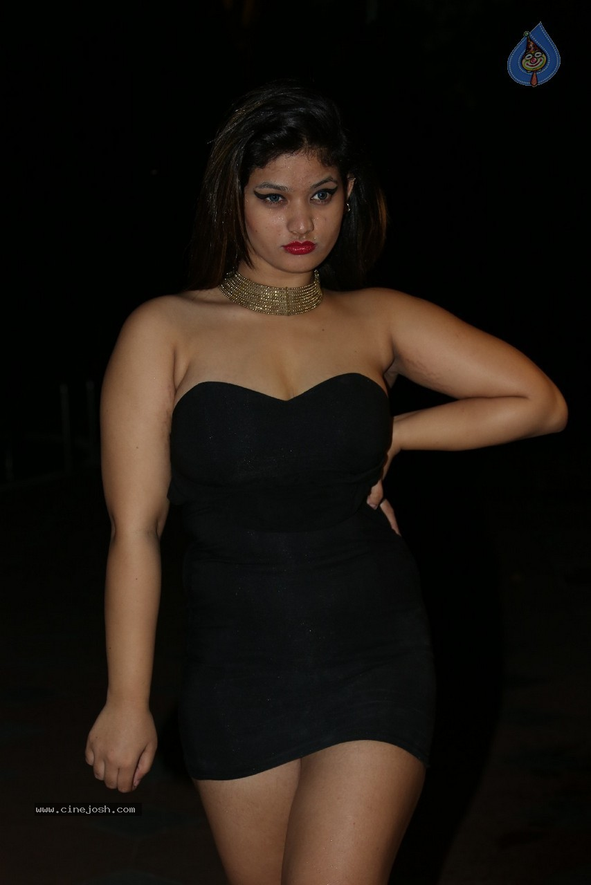 Himani Hot Stills - 13 / 186 photos