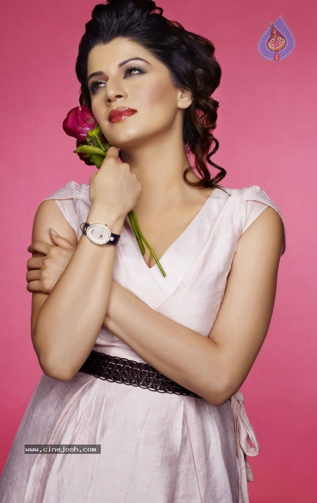 How is my navel - Kainaat Arora - | Bollywood celebrities