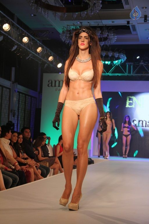 Madhur Bhandarkar Calendar Girls Fashion Show Photos - 4 / 83 photos