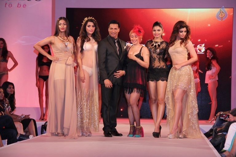 Madhur Bhandarkar Calendar Girls Fashion Show Photos - 60 / 83 photos