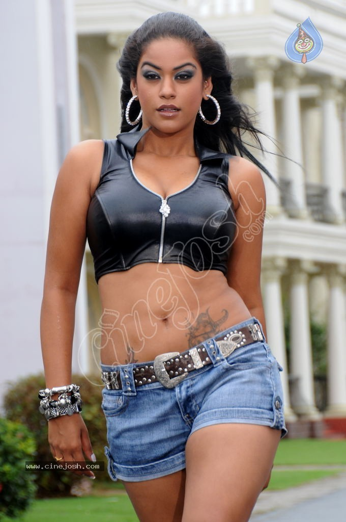 Mumaith Khan Hot Stills - 16 / 54 photos