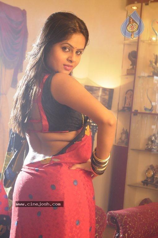 Naanum En Jamunavum Tamil Movie Hot Stills - Photo 25 Of 52-6405