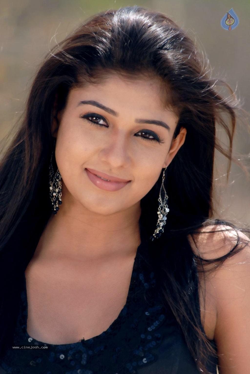 Nayanthara Latest Awesome Green Saree Exclusive Stills