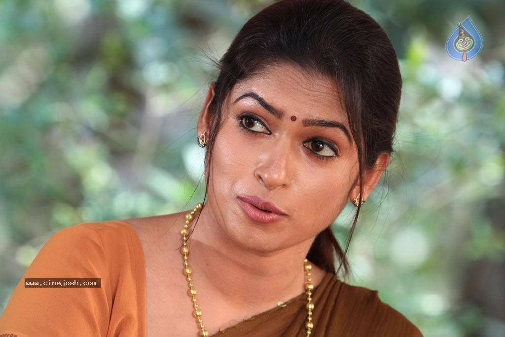 sowdharya tamil movie hot stills   photo 46 of 92