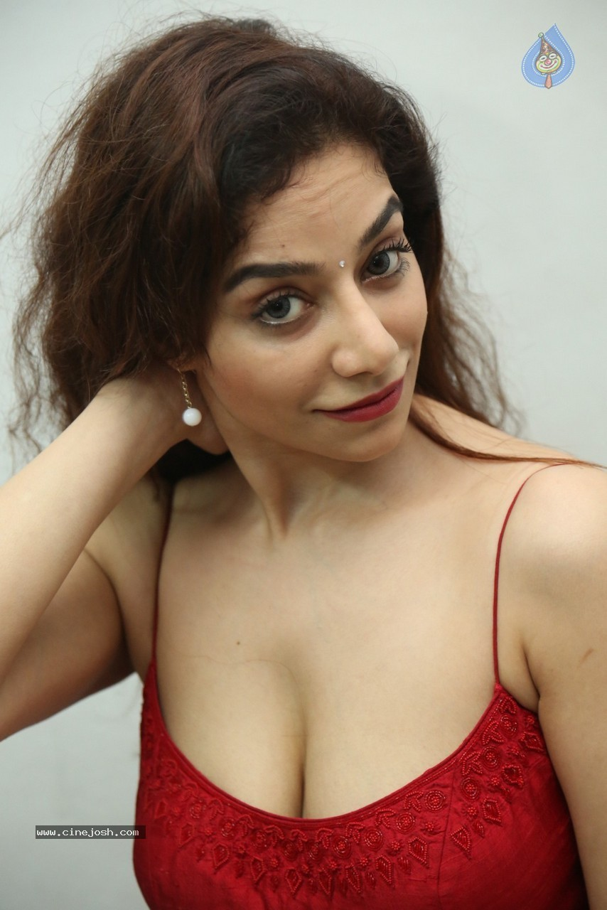 Surabhi Hot Stills - 5 / 78 photos