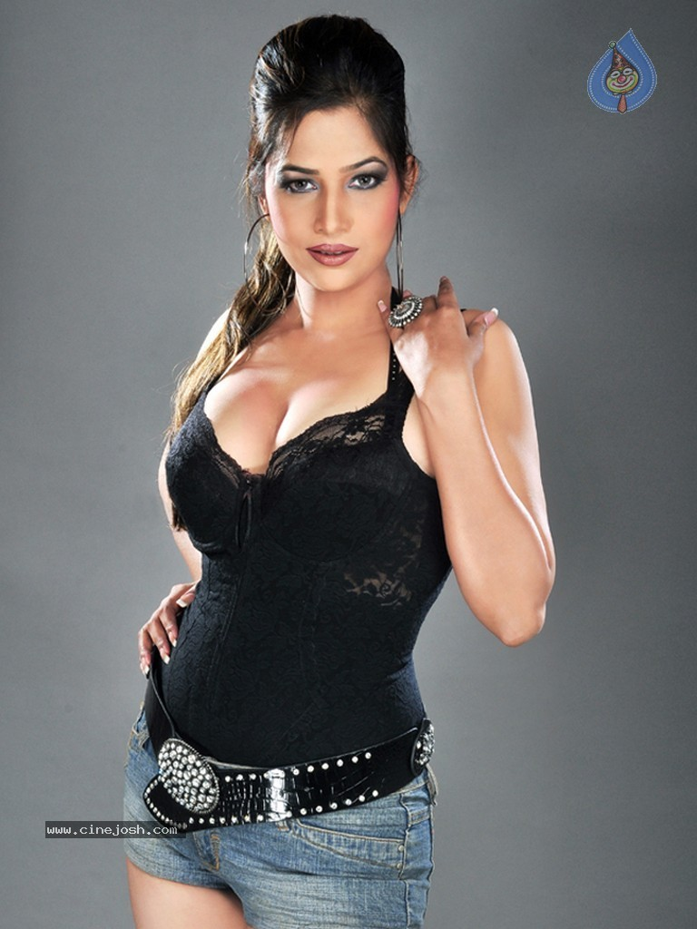 CINEGOER PICS: Tanisha Singh photos