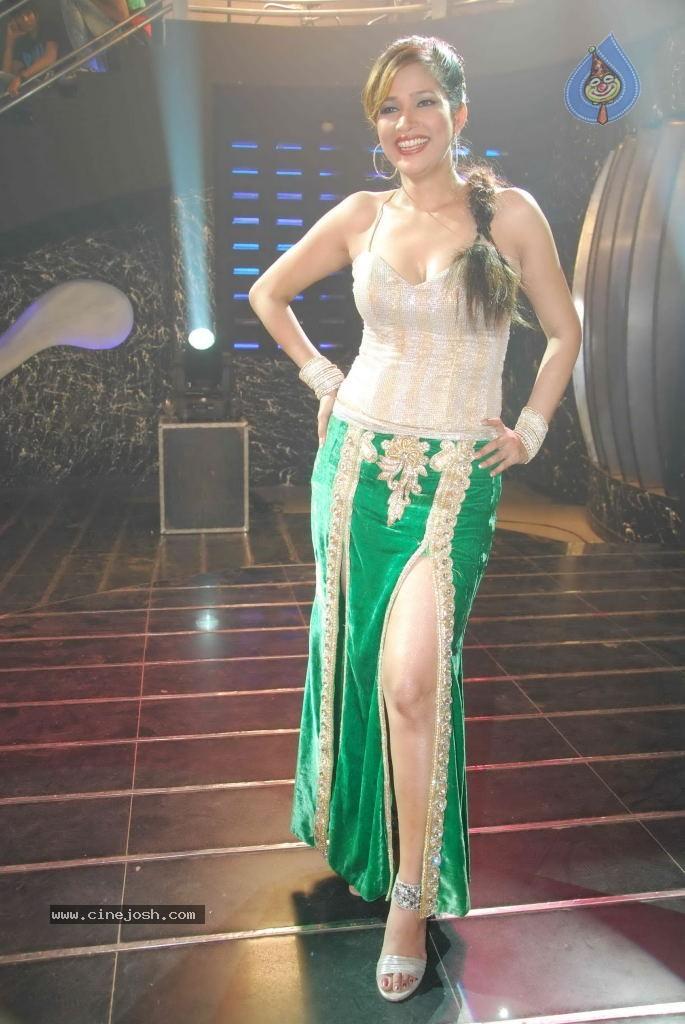 Actress Tanisha Singh Hot Photo Shoot Pics | New Movie Posters