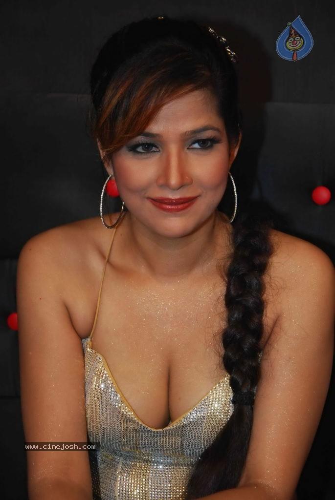 Tanisha Singh Spicy Stills - Photo 13 of 37