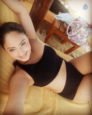 Nikesha Patel Spicy Photos - 4 of 5