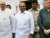 Dr. Y S Rajasekhara Reddy ariving at the Jubilee Hall