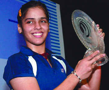 CM presents Rs 20 lakh cheque for Saina
