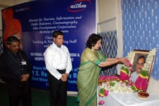 Geetha Reddy Paying homage to late YSR