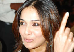 Soundarya plans big for daddy