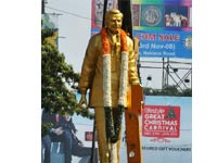 Tension over desecration of  statue