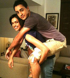 Deepika's naughty pose with tall hero.