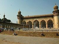 Mecca Masjid remains shut, prayers from indoors