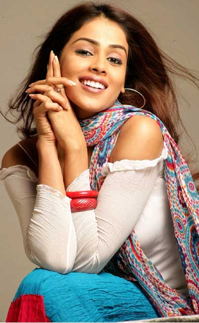 Genelia pushes out heavy weights