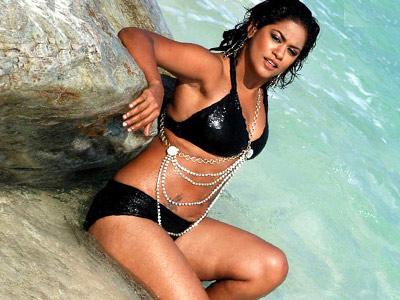 Mumaith Khan in Love with Pop Singer