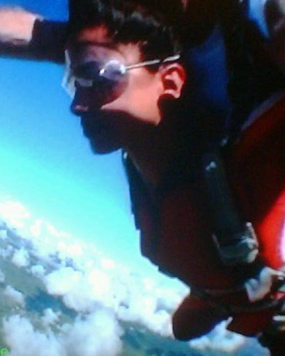 Deepika jumps from a plane @ 10000ft altitude