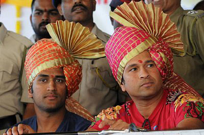 Dhoni overtakes Sachin by Rs.200 Crore deal