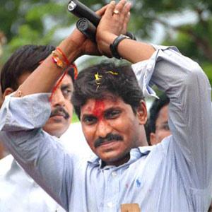 Jagan asks Sonia: Give me that 1 Lakh