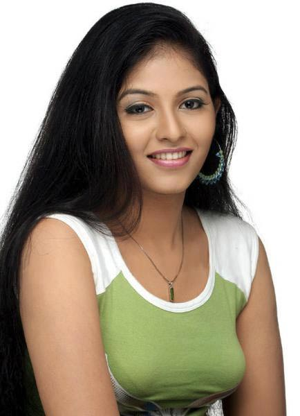 Dusky Telugu beauty demanding in Aravam!