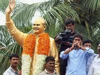 Why no Indira, Rajiv, Sonia, Rahul photos in Odarpu, asks Shankar Rao