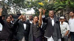 Advocates dodge security to hoist black flag atop High Court