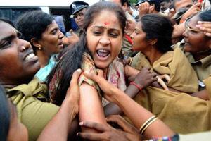 Vijayashanti tries to enter OU campus, arrested