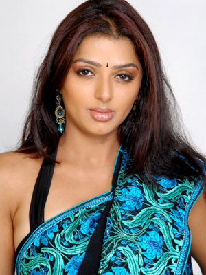 Homely aunty leaves Tollywood