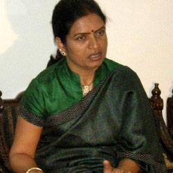 Aruna opposes Jupally's padayatra in her constituency