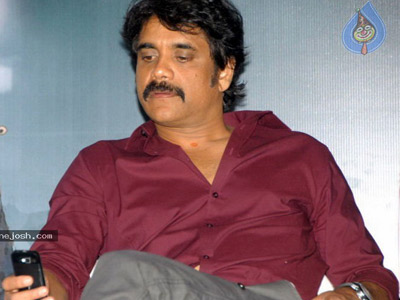 Nagarjuna wants to lift three aunties!