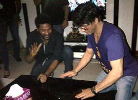 Shah Rukh does Raviteja's 'Jinthatha Tha'