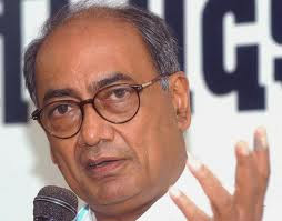 Digvijay Singh submits T-report to Sonia