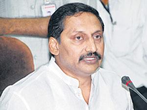CM discusses city politics with Mukesh, Danam