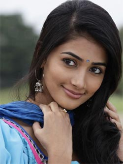 Heroine Gives It Tough for Mega Hero