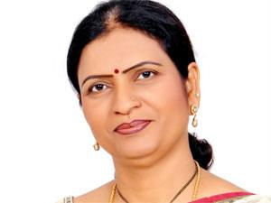 KCR became CM due to Congress party's sacrifice: Aruna
