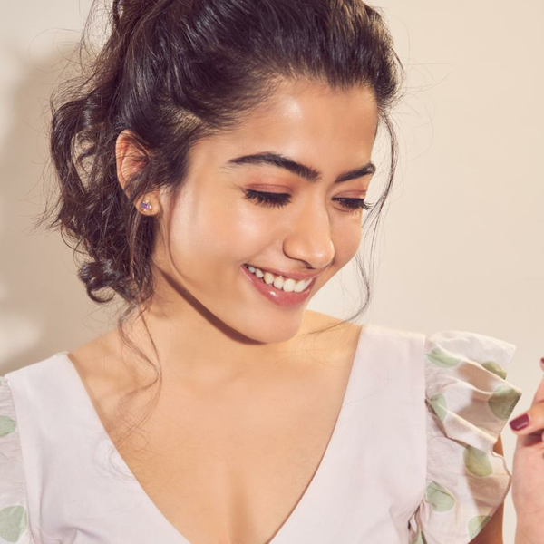 A mischievous fan kisses Rashmika Mandanna